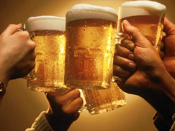 4851553564_beer_cheers_toasting_xlarge