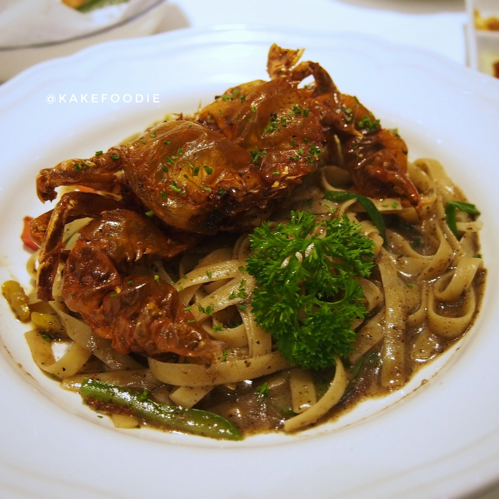 Fettuccini with Soft-Shell Crab in Black Pepper Sauce - THB 350++