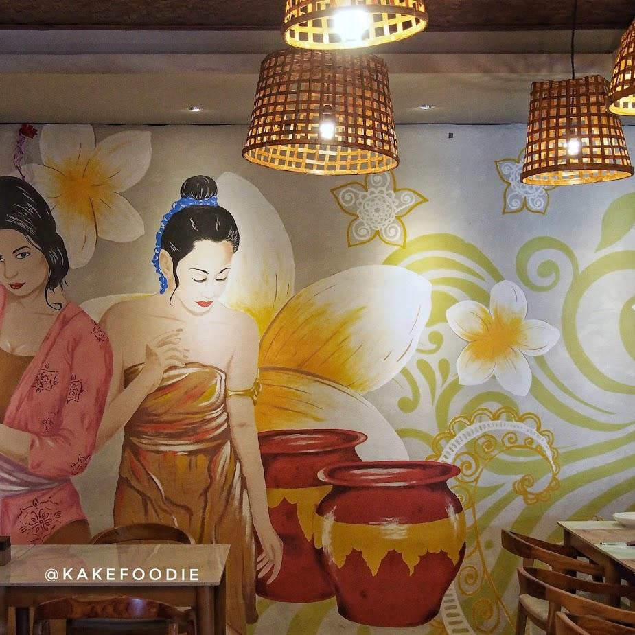 Mural Perempuan Bali