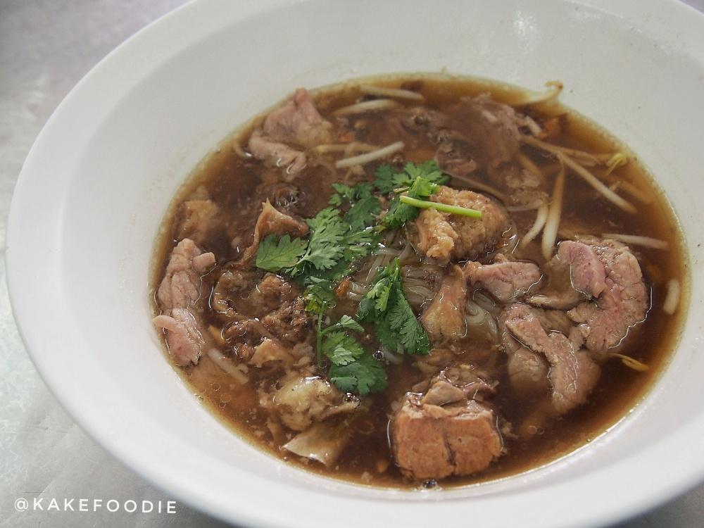 3. Kuay teow neau (ก๋วยเตี๋ยวเนื้อเปื่อยเส้นเล็ก) / Thai Beef Noodles - THB 100